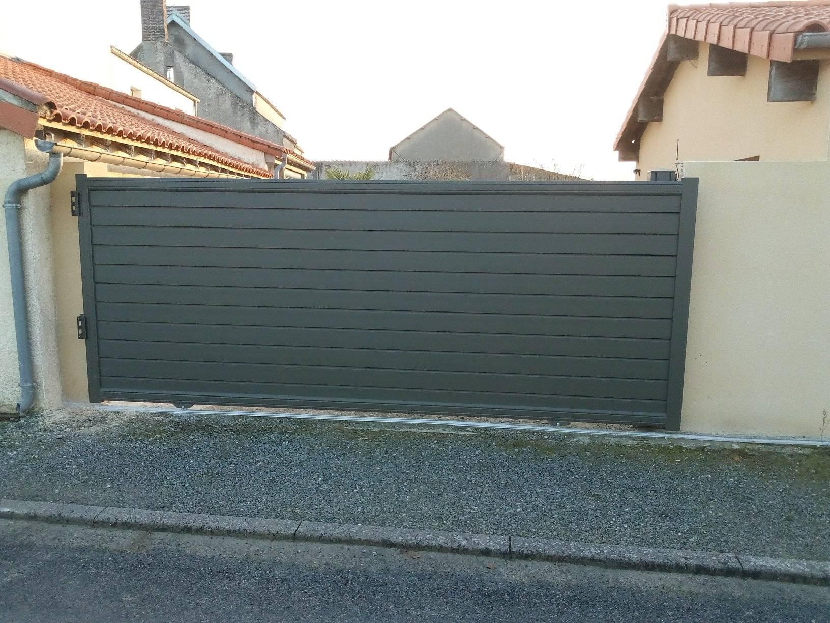 Pose d' un portail de clôture coulissant