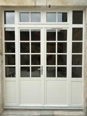 Pose d'une porte fenêtre en chêne laqué blanc