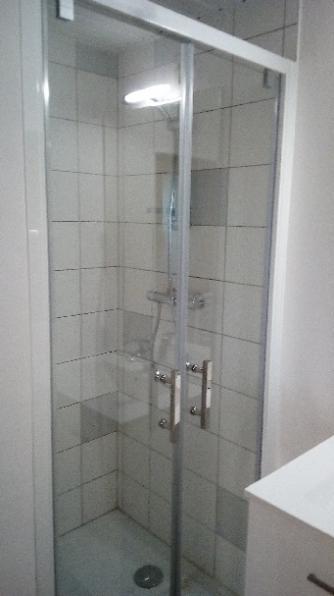 Salle de bain  douche traditionnelle