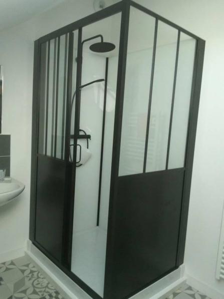 Pose d une cabine de douche fournie par le client